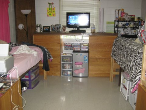"These girls made an impromptu ""table top"" under their TV from their closet door!"