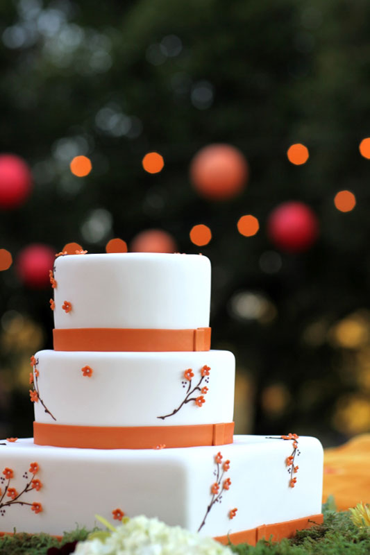 orange_white_fondant_weddingcake.jpg