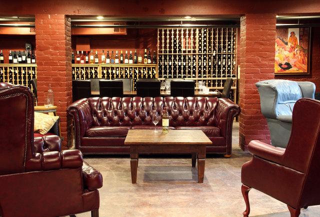 red room lounge.jpg