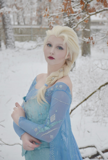 Source: http://doxiequeen1.wordpress.com/elsa-the-snow-queen-frozen/