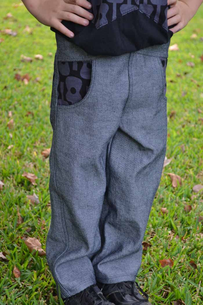 The Urbanite Pants by Rabbit Rabbit available in Issue Four of One Thimble Magazine. Reviewed by Pattern Revolution.