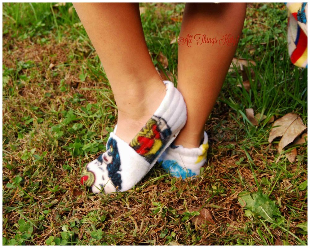 pr_xmas_pjs_slippers_back_wm.jpg