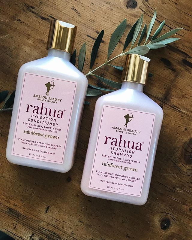 *TODAY ONLY* @spacenkusa is offering Buy One, get 50 percent off your next product. I stocked up on @rahuabeauty shampoo + conditioner! Click the link in my bio 🌿 #goodhairgame