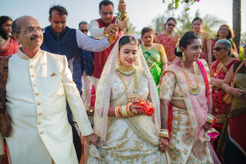 RushabhRiddhi_DestinationWedding_TempleBay_Mahabalipuram_075.jpg