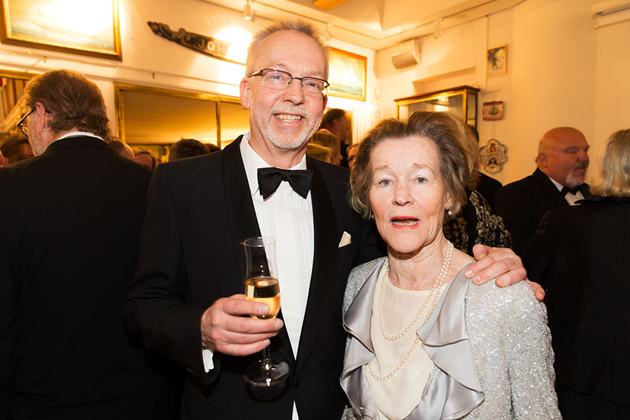 Peter Willborg som priset för Årets Antikaffär 2014 tillsammans med Brita Pardon.