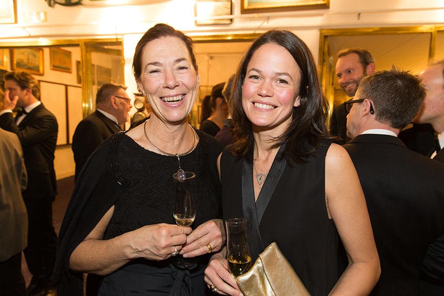Antikrundan-profilen Eva Seeman som blev Årets Nydanare 2014, här tillsammans med Sofia Silfverstolpe.