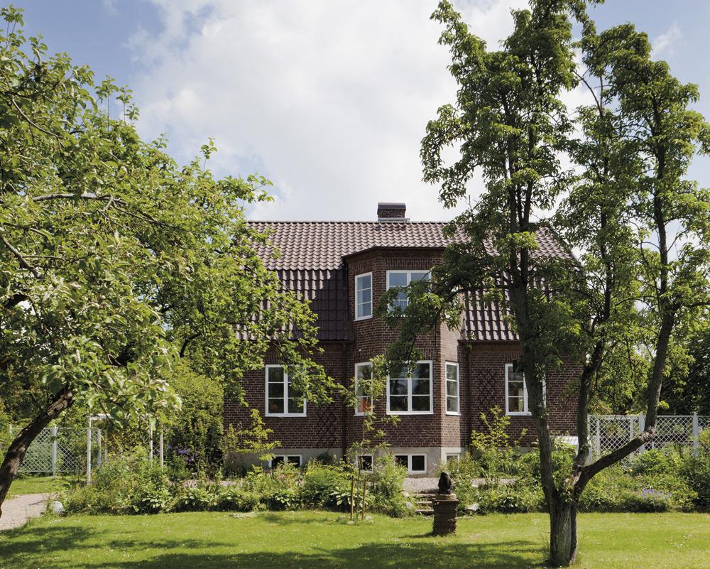 Huset.Det är byggt 1931 och ligger i de gamla kvarteren i Åkarp