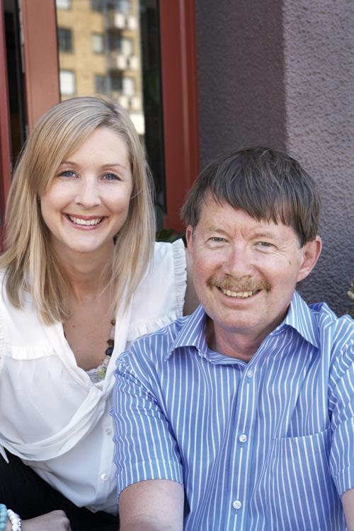 Björn Gremner och dottern Anna driver Antik West i Göteborg med filial i Kina.