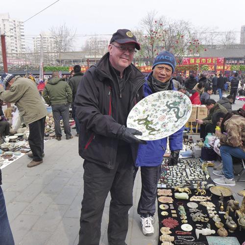 Vi fyndar kinesisiskt porslin tillsammans med kännaren Stefan Sundqvist.
