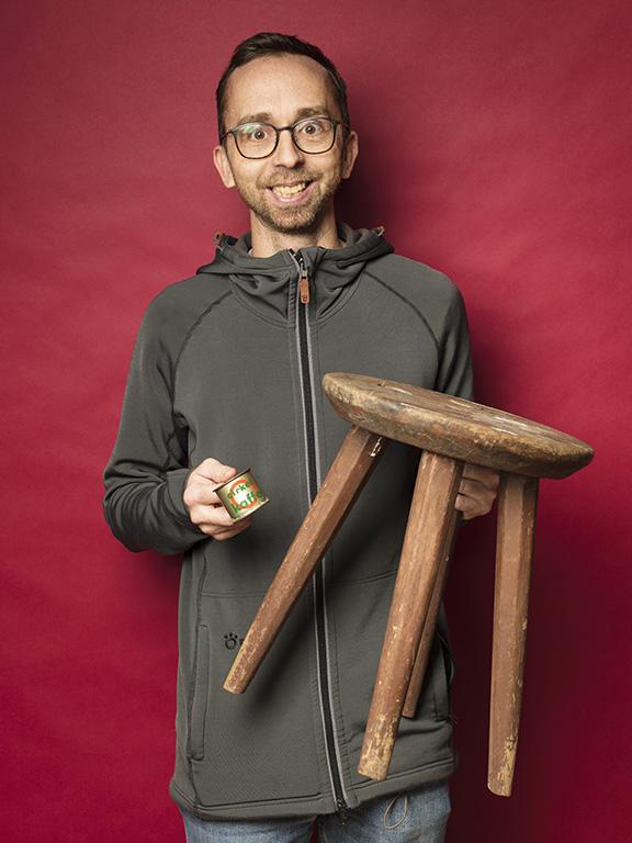 Fredrik Brostad hittade en gammal träpall för 150 kr, och fyndade även ett gulligt litet kaffemått.