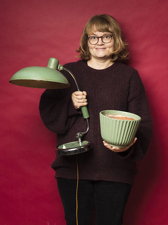 Malin Brostad köpte gröna saker i år, en industrilampa för 1800 kr och en kruka för 100 kr.