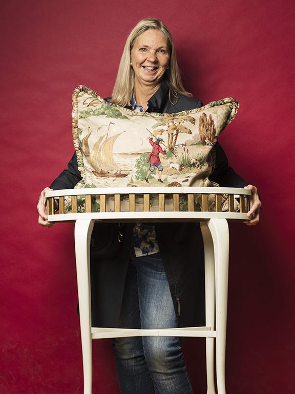 Eva Dyrssen Wallén var väldigt nöjd med sina inköp, ett vackert blomsterbord och en stor kudde med jaktmotiv.