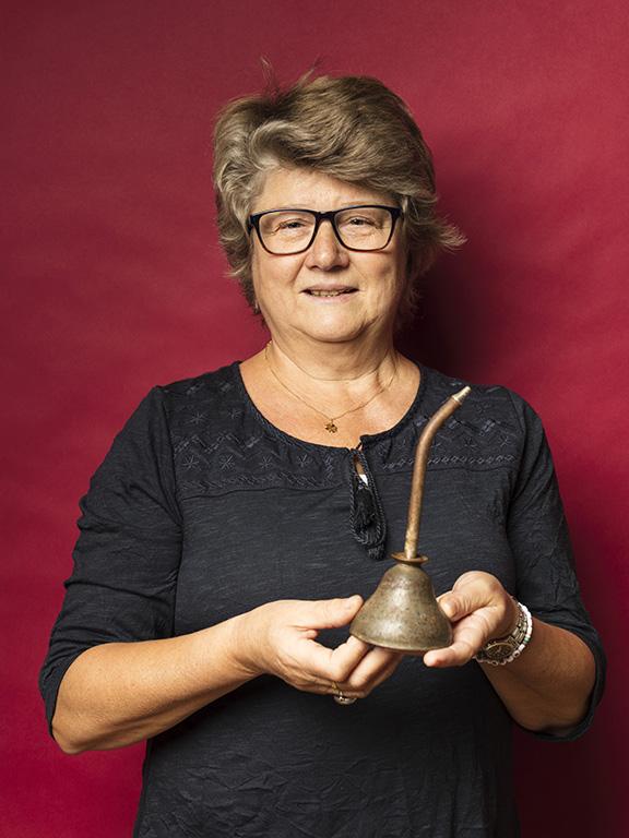 Eva Wiberg hittade en present till sin biltokiga måg, en oljekanna från 1950-talet som hon gav 70 kr för.