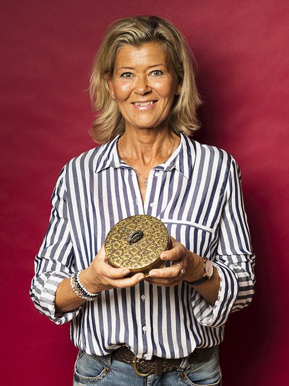 Åsa Österman hittade en vacker liten ask från 1930- eller 1940-talet, som hon betalade 80 kr för.