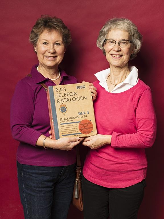 Systrarna Lillemor och Elisabeth Schoerner hittade en välbevarad telefonkatalog från 1935 för 350 kr.
