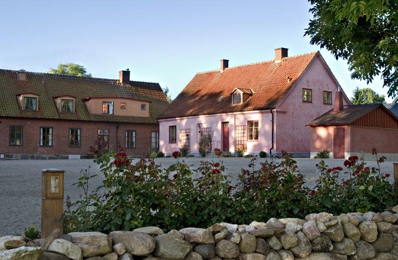 Brösarps gästgifveri - Traditionellt gästgifveri med moderna spa-möjligheter, vackert beläget påÖsterlen i Skåne.Du får: 10% rabatt på paket med mat och logi.