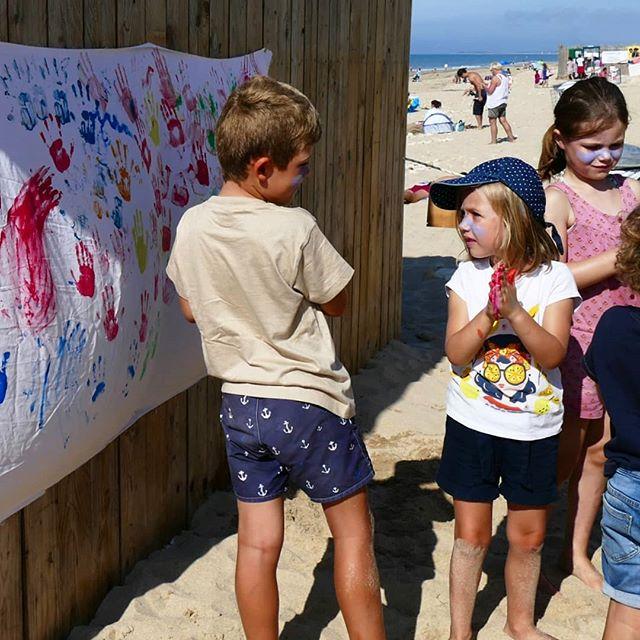 Une des activités du jour 😍 trop d'amour pour nos Papaï Kids 💕🎨 - - #papaïplage #Papaïkids #art #Hands #Kids #enfants #plage #clubdeplage #beachart #iledere #ilederé #charentemaritime #été #plage