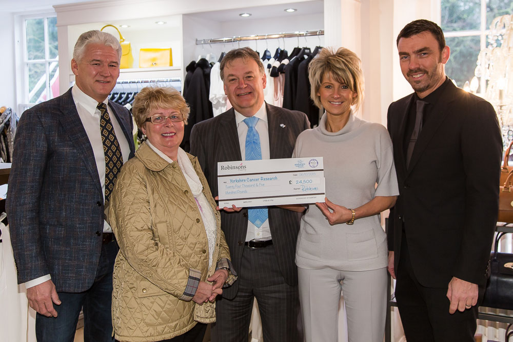 2013-ROB-YCR-CHEQUE-PRESENTATION-WEB.jpg