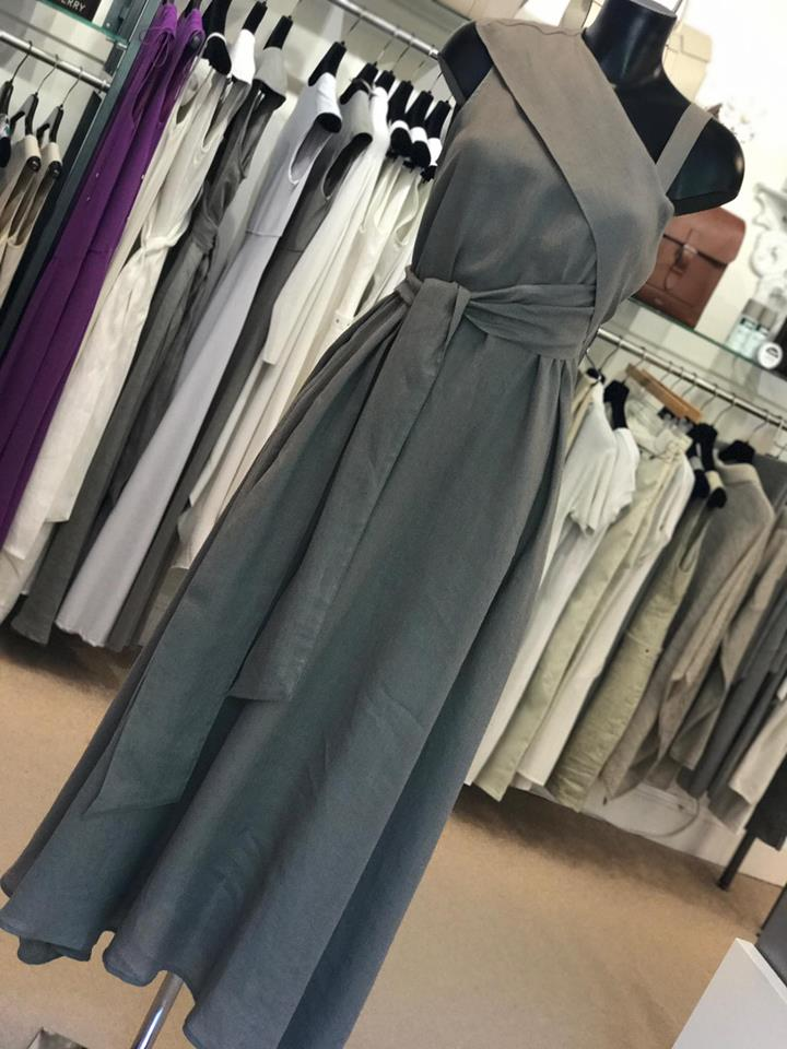 83920be8948a ... of this Sarah Pacini style, which along with the soft grey shade keeps  it office appropriate. Loose and linen is the key combination when it comes  to ...