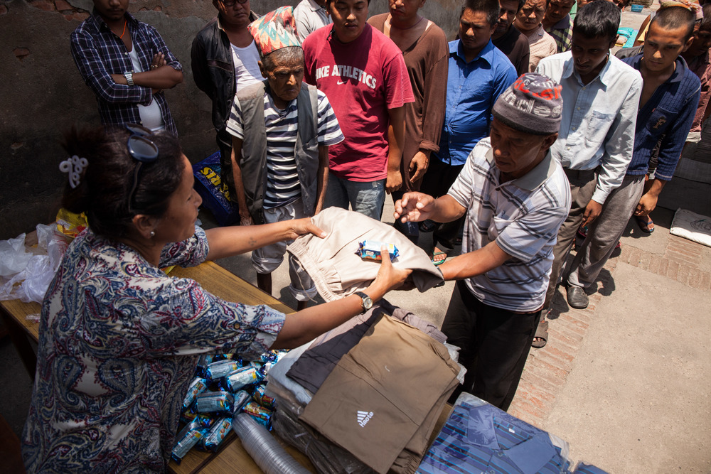 Indira handing out clothes to prisoners.