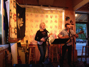 Pal and Zelda performing at Ri'chards Nashville.