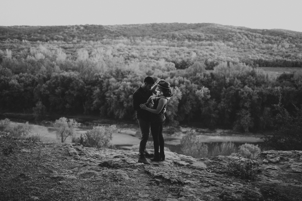 Castlewood-scenic-engagement-photos_1289.jpg