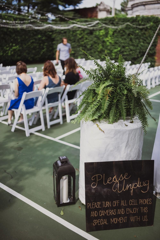 St-Louis-backyard-wedding-photos_0910.jpg