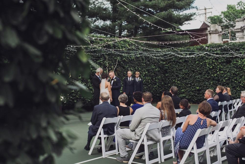 St-Louis-backyard-wedding-photos_0924.jpg