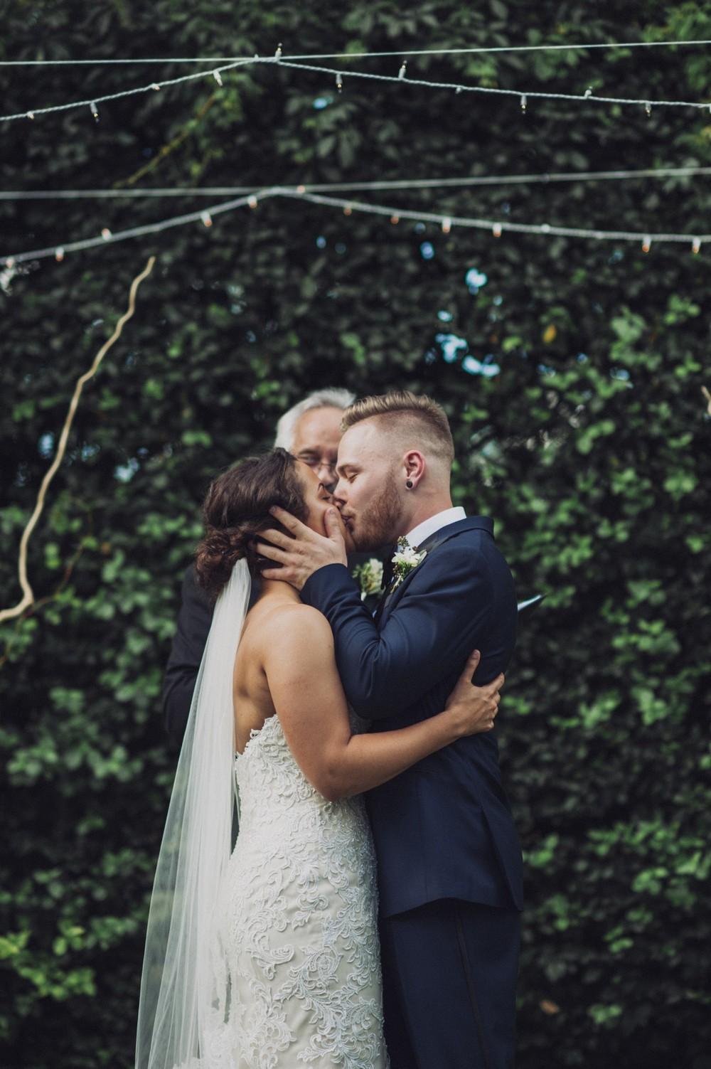St-Louis-backyard-wedding-photos_0925.jpg