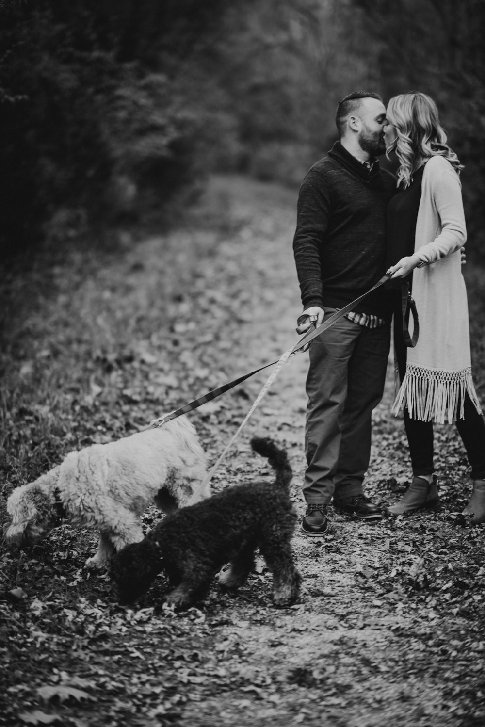 outdoorsy-fall-engagement-photos-St-Louis-2.jpg
