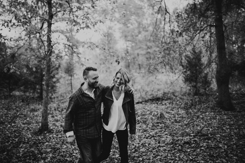 outdoorsy-fall-engagement-photos-St-Louis-11.jpg