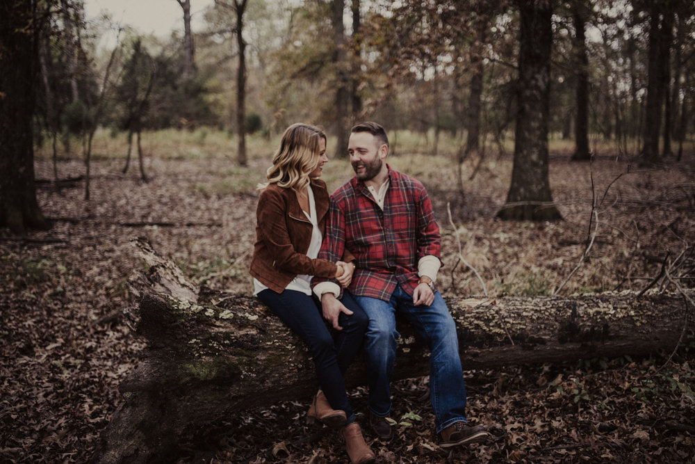 outdoorsy-fall-engagement-photos-St-Louis-13.jpg