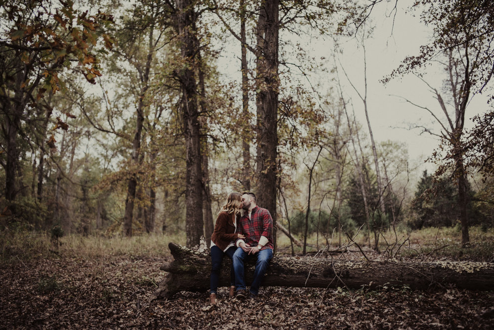 outdoorsy-fall-engagement-photos-St-Louis-15.jpg