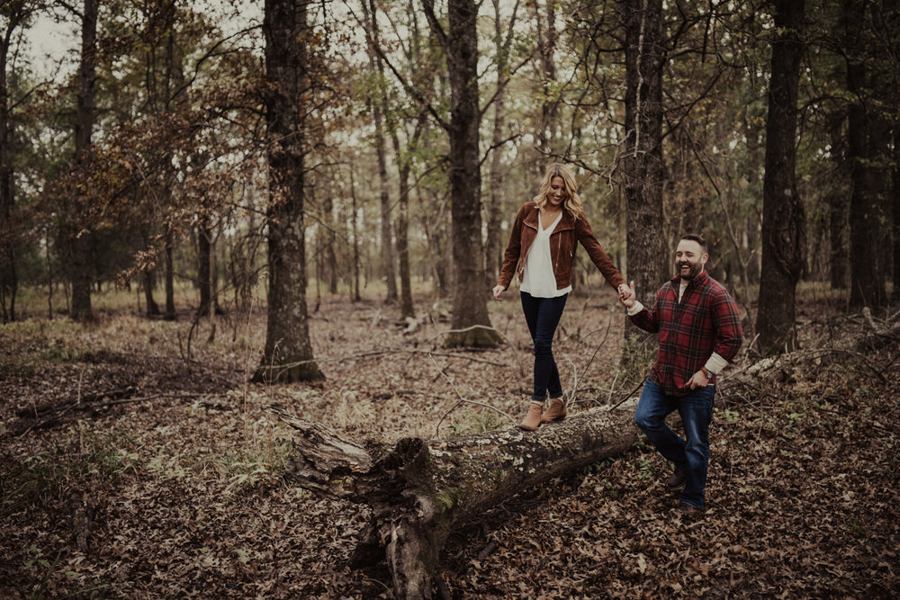 outdoorsy-fall-engagement-photos-St-Louis-16.jpg