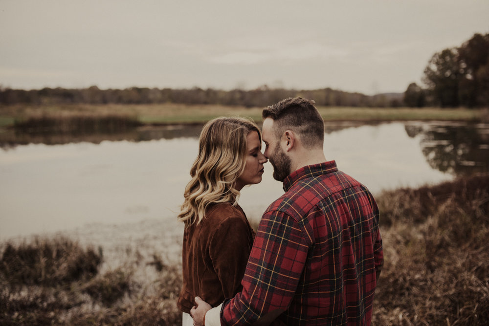 outdoorsy-fall-engagement-photos-St-Louis-22.jpg
