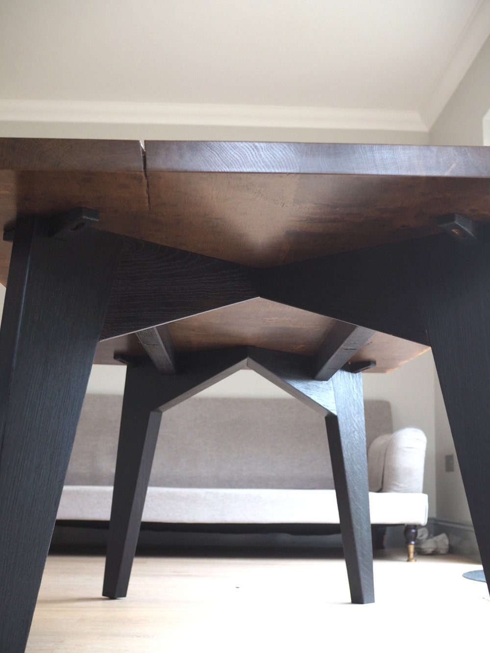 modern-black-table-leg-design.jpg