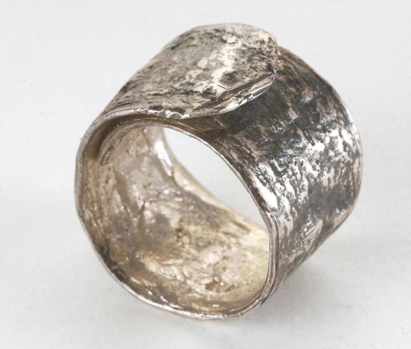 Rolled Pod Ring R/EN1