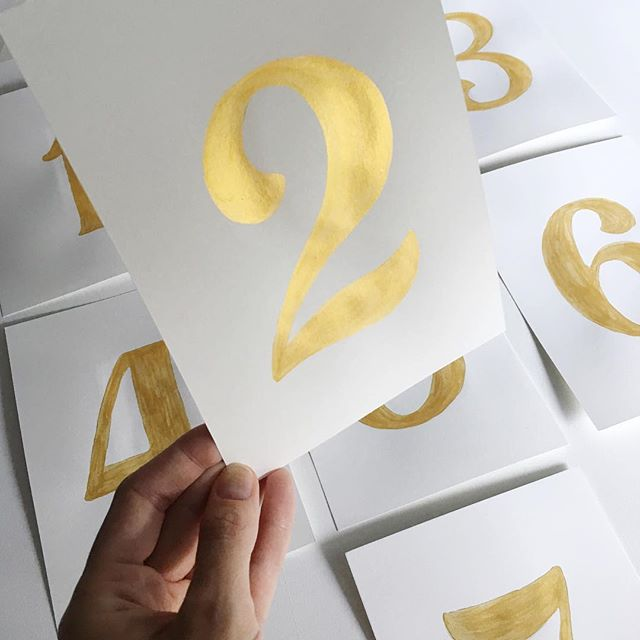 Countdown to the wkend 🎉// Table for two? Shimmery hand painted table numbers achieved using my finetec palette 🙋🏻🛎 #yesplease . . . . . . . . . #raechild #raemail #thatsdarling #dslettering #finetec #weekendcountdown #tablenumbers #eventdesign
