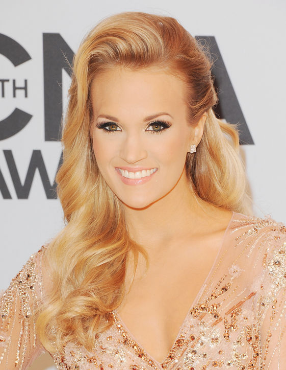 carrie-underwood-cma-2013-country-music-hair-makeup-gold-eyeshadow-h724.jpg