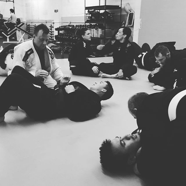 BJJ drilling getting your guard back. Sitting on the sidelines with a cold, but cool to see technique in action. @espgympdx #brazilianjiujitsu #espgympdx
