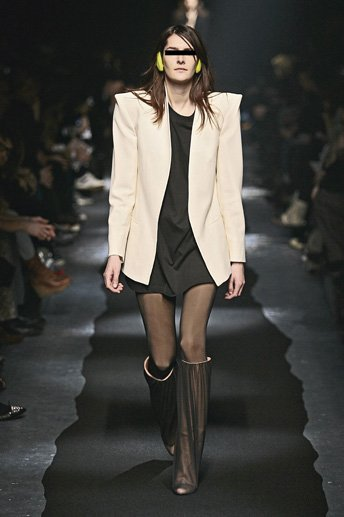 margiela - 2007_hiver_collf_defile_3_zoom_w344_h517.jpg