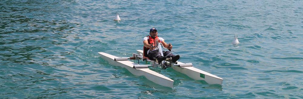 Haki Doku in azione sulla sua Hand Bike Water