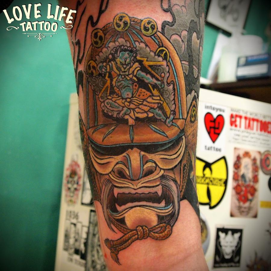 татуировка японской маски с демоном