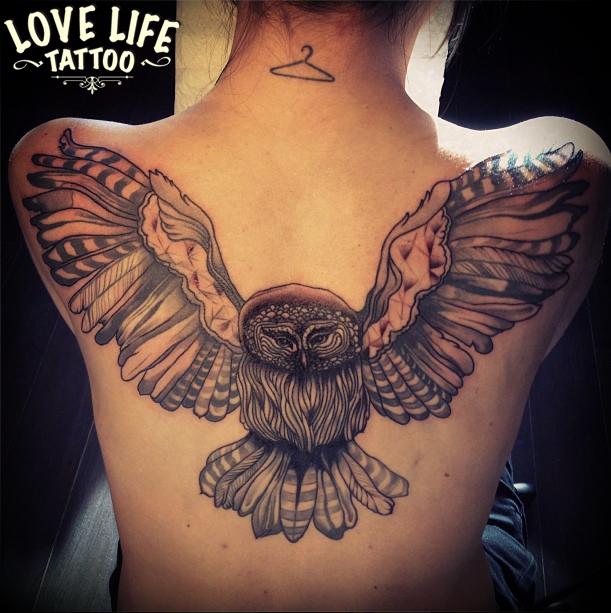 татуировка летящей совы