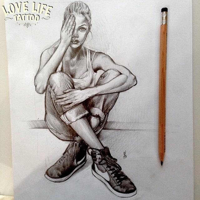 эскиз татуировки сидящей девушки