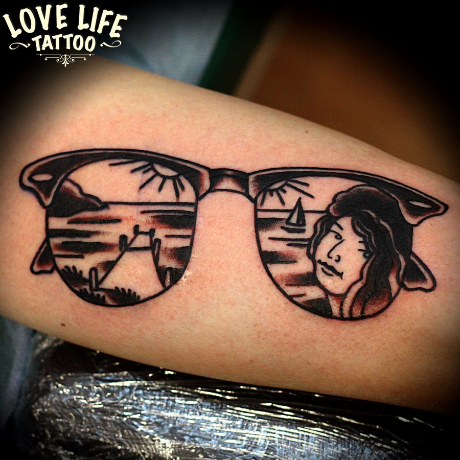 татуировка очков