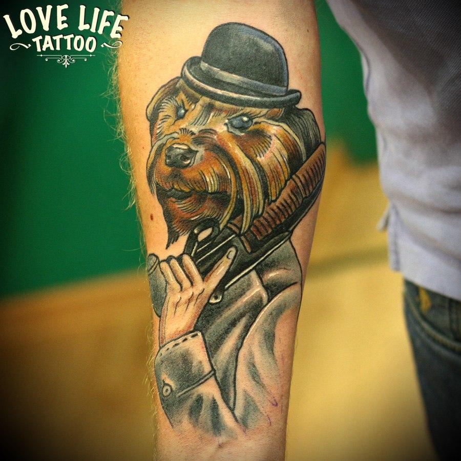 татуировка собаки с дробовиком