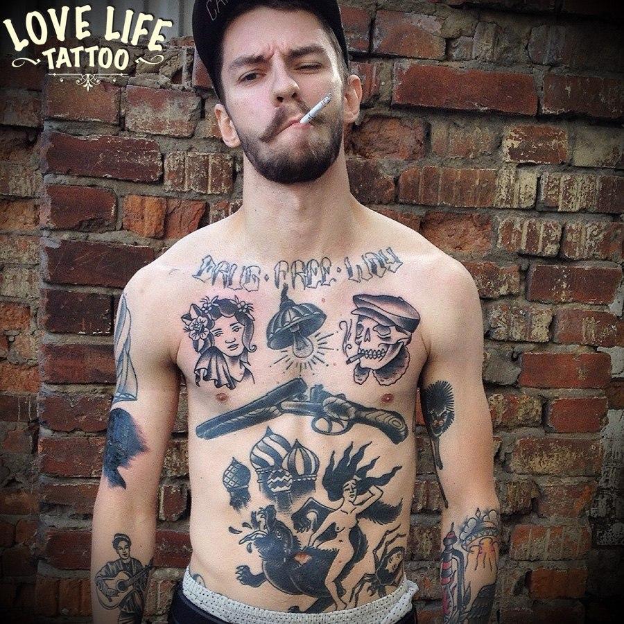 татуировка девушки и черепа