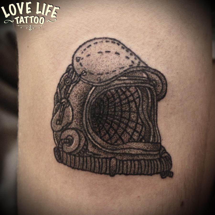 татуировка шлема