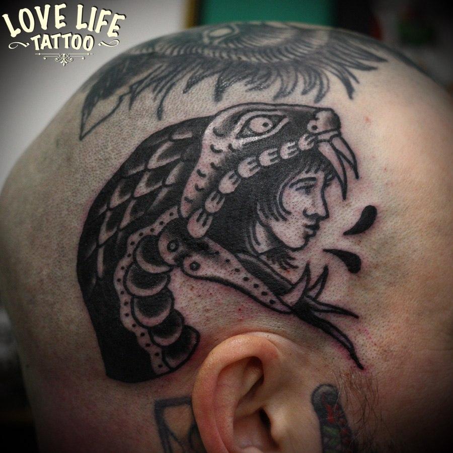 татуировка головы змеи